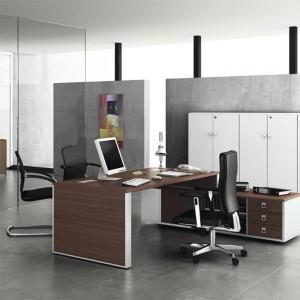 Conjunto de mesa Lider sobre mueble auxiliar