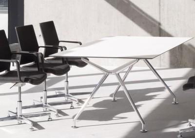 Despacho de dirección con mesa B-Table