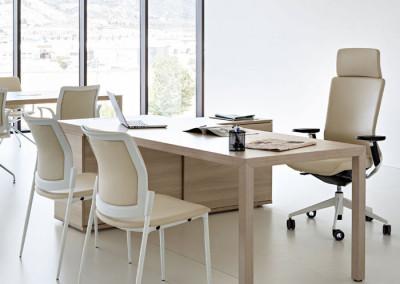 Mesa de oficina Actiu de madera y con moderno diseño