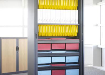 Armario metálico con puertas de persiana vertical para carpetas colgantes  de Gapsa