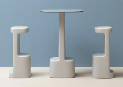 Taburete y mesa Serif de Pedrali